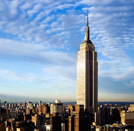 Красивое зрелище, Эмпайр Стейт Билдингэ на фоне облаков